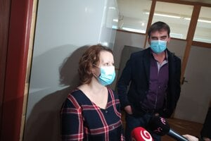 Manželia Beňuškovci požadujú od novozámockej nemocnice odškodné. Minulý týždeň sa v Nových Zámkoch konal súd.