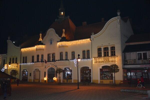 Topoľčianske námestie bude počas silvestrovskej noci bez tradičného programu.