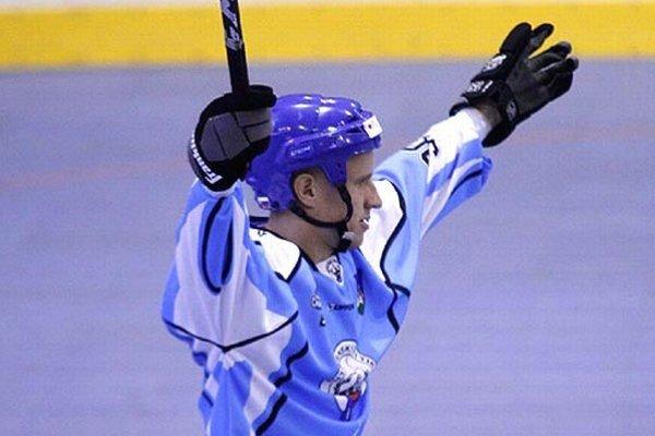 Miloslav Cebo prispel k úvodnému víťazstvu Rytierov proti fínskemu Pelikatessu dvomi gólmi.