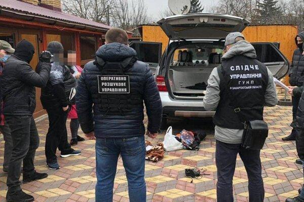 Polícia zadržala aj hlavného organizátora.