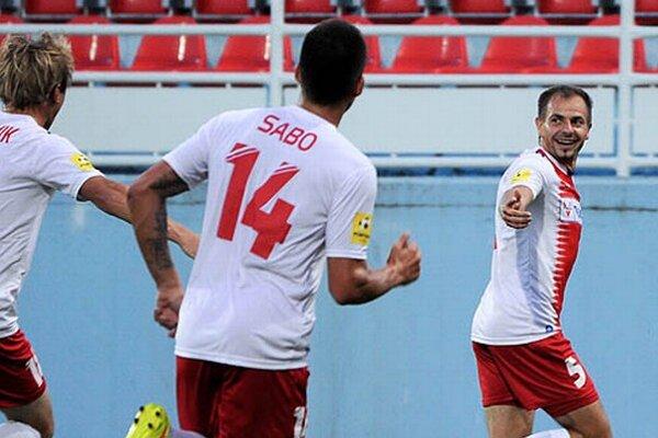 Svojím prvým ligovým gólom rozhodol o troch bodoch pravý obranca Patrik Pavlenda. Strelil ho v 145. ligovom zápase!