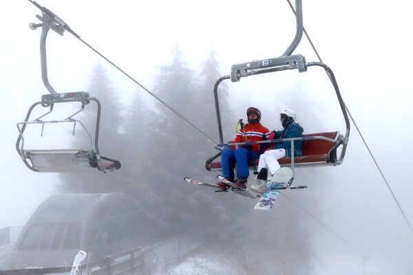 Na Králikoch si lyžiari užívajú zatiaľ poloprázdne svahy