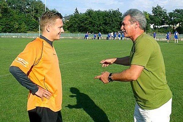 Marián Cifra a tréner Marián Halás kedysi spolu pôsobili na Chrenovej, teraz budú hájiť farby N. Hrnčiaroviec.