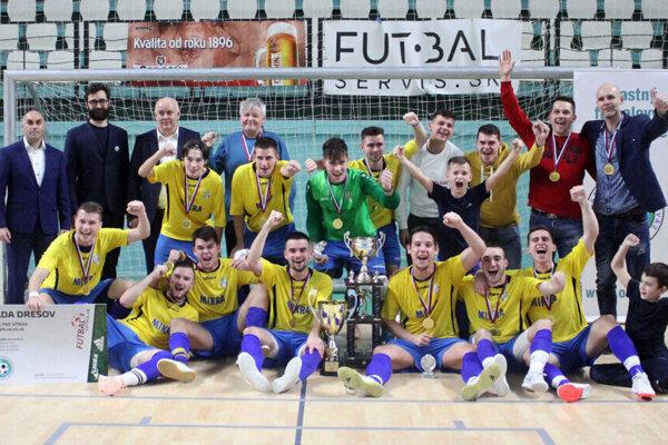 Futbalisti Nevidzian, víťazi 28. ročníka.