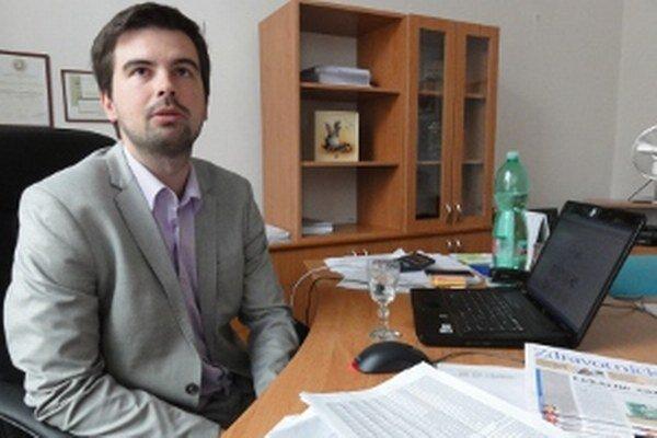 Riaditeľ nemocnice Martin Cimrák už na jar upozorňoval, že rozpočet zdravotníckeho zariadenia krátený oproti vlaňajšku o 60-tisíc eur, je nedostatočný.