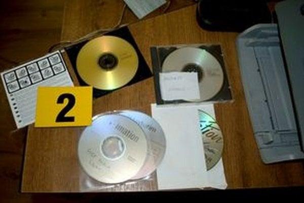 Na jednom z CD, ktoré zaistila polícia, je napísané Barkorka lyžiarsky.