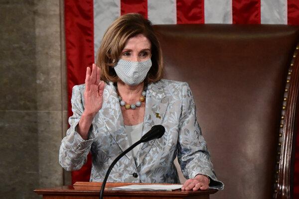 Pelosiová sa opäť stala predsedníčkou Snemovne reprezentantov.