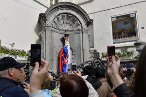 Symbol Bruselu Manneken Pis v slovenskom kroji.