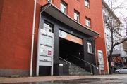 Spoločnosť Kaldera Grup oficiálne sídli v tejto kancelárskej budove, v reále ju tam však nenájdete.