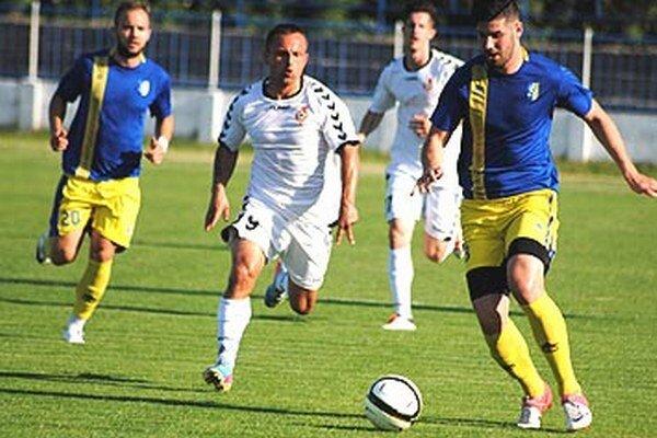 K víťazstvu Serede prispel dvoma gólmi Miroslav Kasaj (v strede).