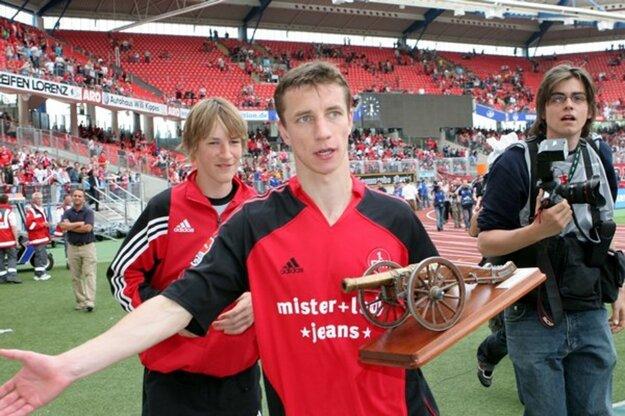 Marek Mintál bol gólovým vládcom štartu 21. storočia - najlepším strelcom našej ligy (2002, 2003), druhej (2004) i prvej nemeckej bundesligy (2005) i dvojnásobným slovenským Futbalistom roka (2004, 2005). V jemu zamilovanom Norimbergu mal bilanciu 208/75, v reprezentácii 45/14.