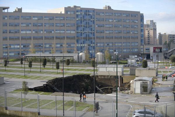 Kráter pred nemocnicou v Neapole.