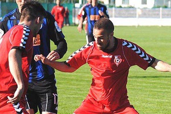 Róbert Scherhaufer prispel dvoma gólmi k výhre Serede v Rači. ŠKF tak pretrhol zlú sériu.