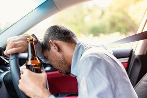 Aj v novom roku si za volant sadli viacerí podgurážení vodiči.
