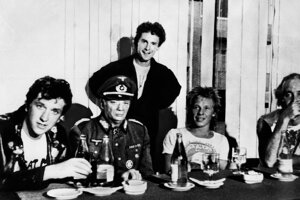 Na archívnej snímke z 16. februára 1978  členovia skupiny Sex Pistols  zľava Steve Jones, Jim Fetter, Paul Cook and Ronald Biggs na tlačovej konferencii v Rio de Janeire.