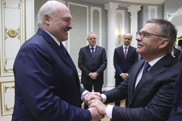 Lukašenko so šéfom svetového hokeja Faselom