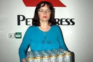 Po kartón piva Corgoň si prišla víťazka 9. kola Edita Buchová z Nitry. Dozvedeli sme sa, že pani Edita je takmer nevidiaca, ale venuje sa aj športu, hrá kolky za tím slabozrakých Scorpioni Nitra.