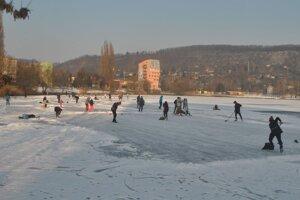 Košické jazero patrí korčuliarom.