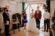 Netradičná svadba prebehla v obývačke.