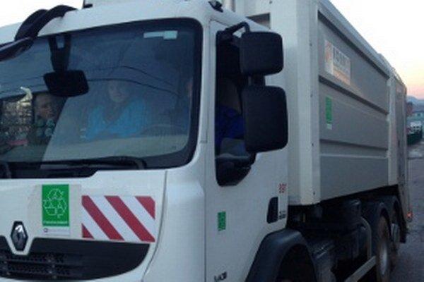 Nové auto na separovaný zber odpadu už mesto používa.