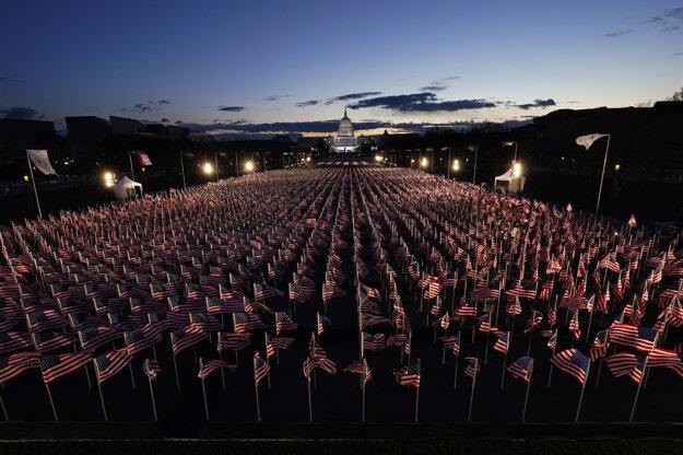 Americké vlajky na National Mall.