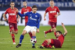 Zápas Schalke 04 - 1. FC Kolín, Ondrej Duda v pozadí.