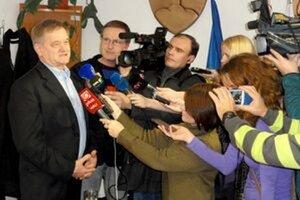Župan Milan Belica po vyhraných voľbách. S kampaňou pomáhal aj Martin Záruba.