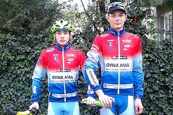Cyklisti Dynamaxu M. Bugár a J .Toriška na Českom pohári.