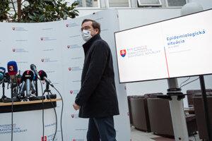 Minister zdravotníctva Marek Krajčí na piatkovej tlačovej konferencii.