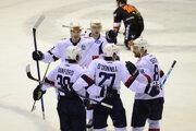 Hokejisti Slovana Bratislava sa tešia z víťazného gólu.