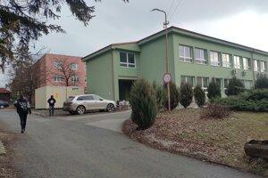 Mobilné odberné miesto pri poliklinike v Sabinove.