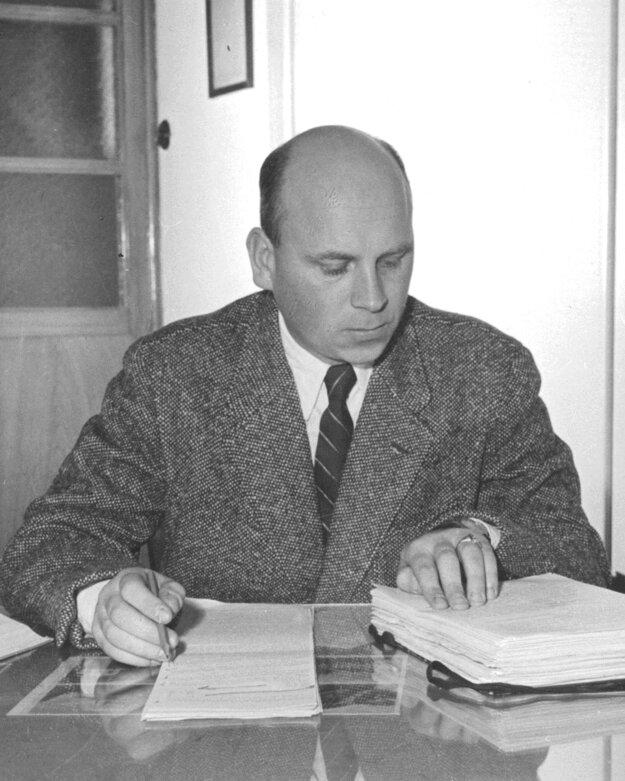 Viliam Sokolík pôsobil v Matici slovenskej v Martine. Bol vedúcim oddelenia fotodokumentačných zbierok v jej literárnom archíve.