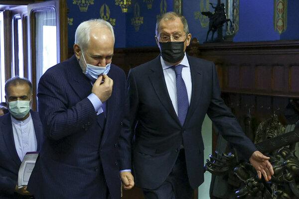 Iránsky minister zahraničných vecí Mohammad Džavád Zaríf a šéf ruskej diplomacie Sergej Lavrov.