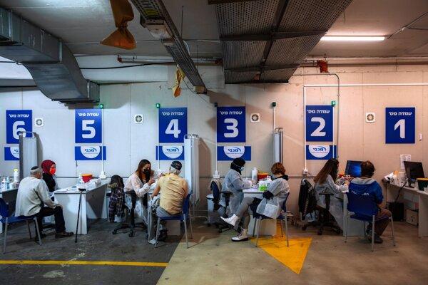 Izrael stihol zaočkovať proti covidu už viac ako 75 percent seniorov.