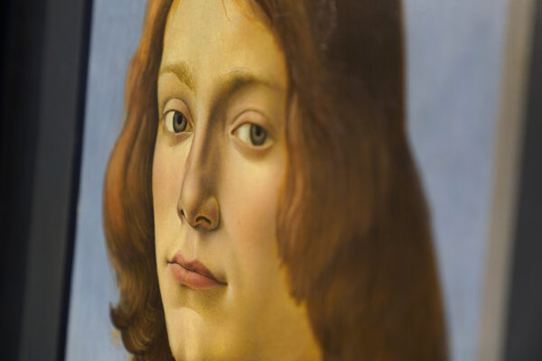 Portrét mladého muža držiaceho medailón je historikmi umenia považovaný za dielo determinujúce florentskú maliarsku školu.