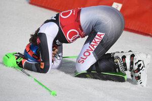 Petra Vlhová sa teší v cieli zo svojho víťazstva v slalome žien Svetového pohára v alpskom lyžovaní v Záhrebe.