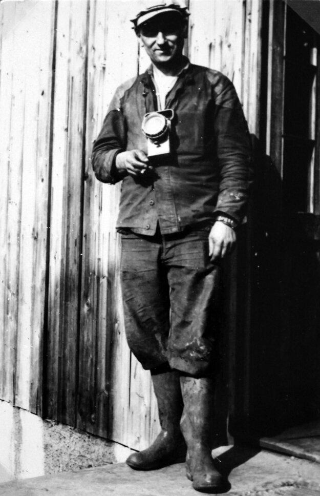 Baník Modrokamenských uhoľných baní z päťdesiatych rokov 20. storočia. foto: ŠA BB, pobočka Veľký Krtíš