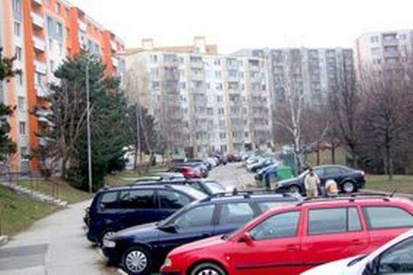 Zaparkovať na sídlisku Klokočina je problém.