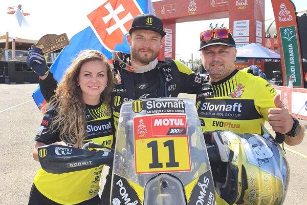 Štefan Svitko so svojím malým tímom.