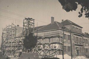 Stavba kultúrneho domu v sedemdesiatych rokoch.