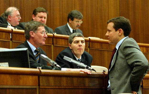 V parlamente v roku 2004.