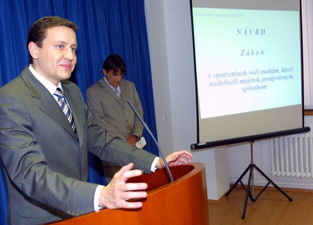Na tlačovej besede v roku 2003.