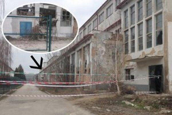 Okolie budovy uzavreli.