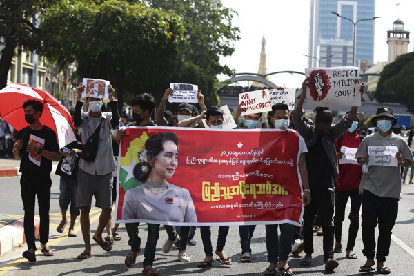 Protesty v mene Su Ťij