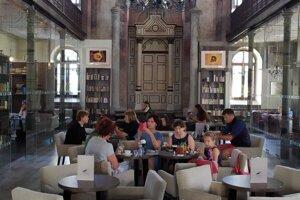 Kaviareň v priestoroch synagógy