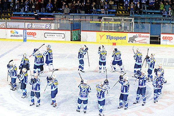 Po prvých dvoch domácich zápasoch vedú hokejisti Nitry nad Zvolenom 2:0.
