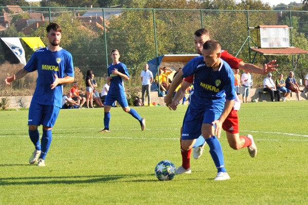 Futbalistov Nevidzian potešilo vedenie obce zakúpením nového autobusu.