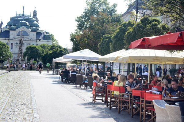 Kedy sa vrátia zákazníci na letné terasy je neisté. Do mája však nemusia reštaurácie zaplatiť daň mestu.