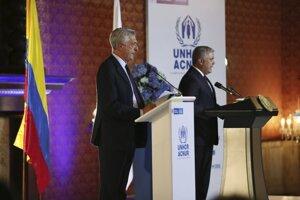 Kolumbijský prezident Iván Duque na spoločnom vystúpení s komisárom Organizácie Spojených národov pre utečencov Filippom Grandim.