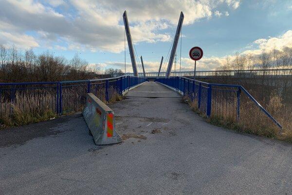 Most v Turčianskych Kľačanoch je určený pre chodcov, niekomu sa to však asi nepáči.